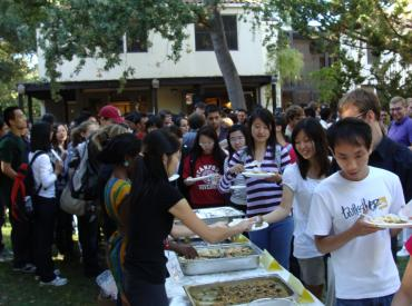 Students getting food from a buffet at orientation